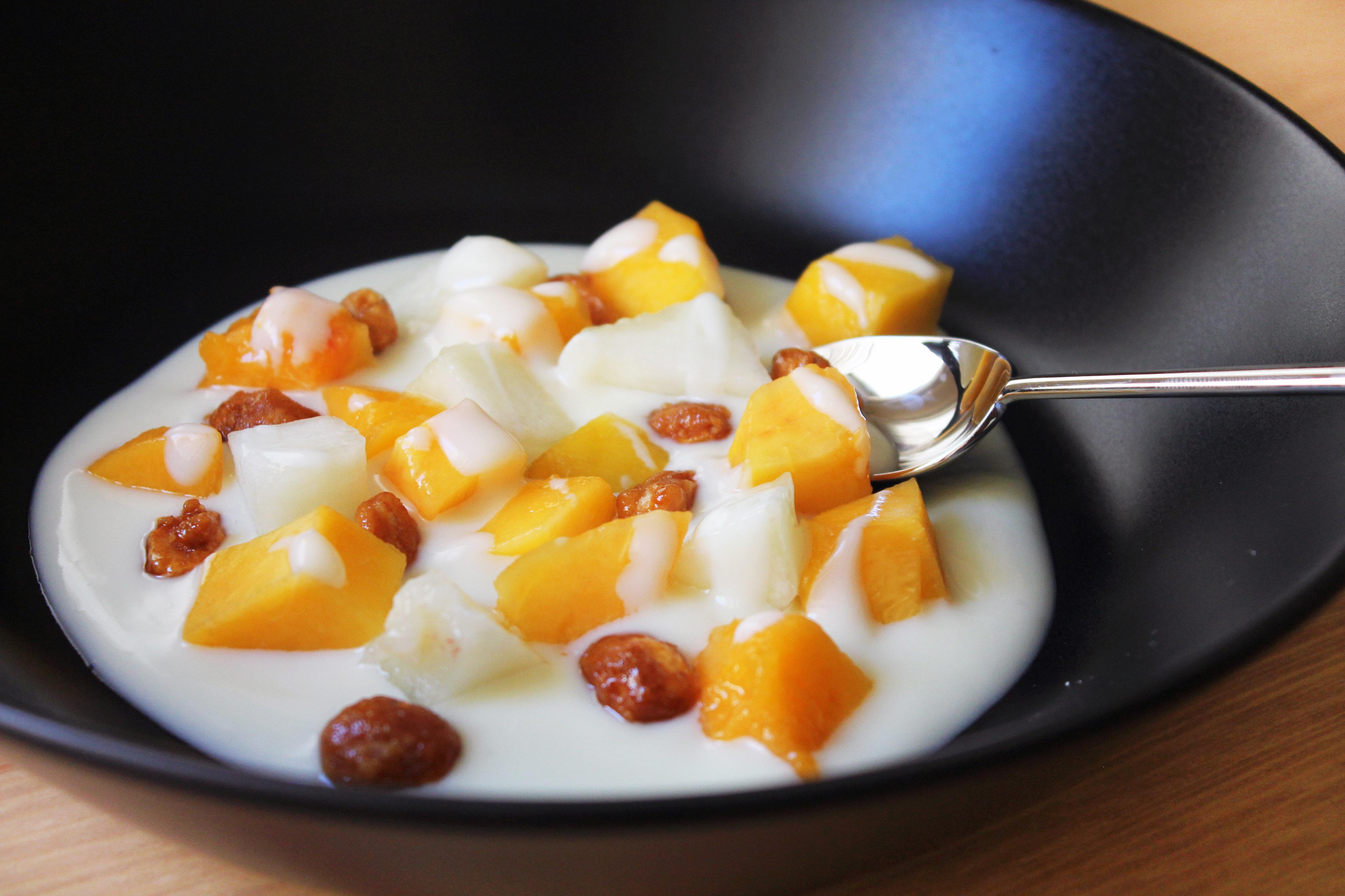 Frutas de verano con chocolate blanco receta de postre - Postres con frutas faciles ...