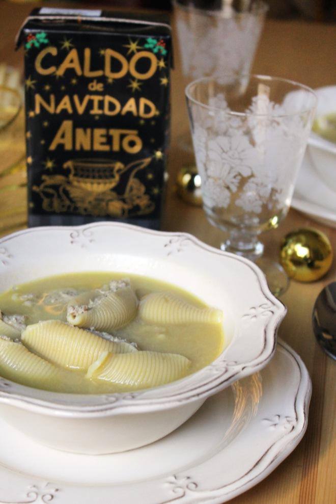 SOPA DE NAVIDAD CON GALETS RELLENOS CATALUÑA CALDO ANETO